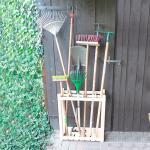 Regal mit 8 Fächern für Gartenzubehör