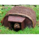 Abri pour hérisson avec entrée en bois