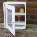 Eierschrank aus Holz