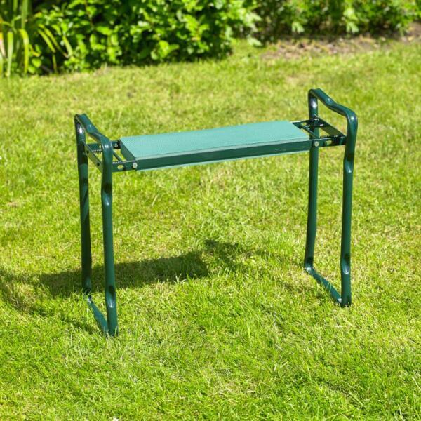 kniebank oder sitzbank um einfach im garten zu arbeiten. Black Bedroom Furniture Sets. Home Design Ideas