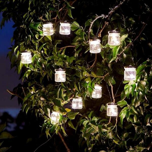 Joyeuse guirlande avec lampes | Eclairage solaire | Éclairage du ...