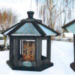 Vogelfutterhäuschen sechseckig mit eingebautem Samensilo