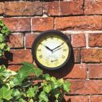 Wanduhr mit Thermometer - innen und außen